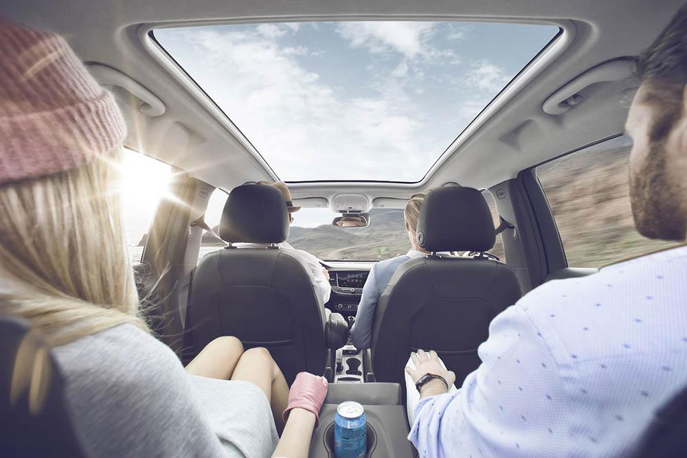 Пассажиры сзади имеют достаточно места для ног