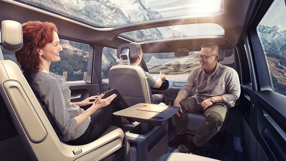 Пространство внутри микроавтобуса