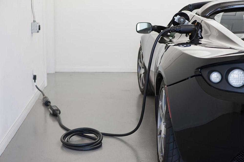 Электромобили Tesla приобретают с имиджевой целью