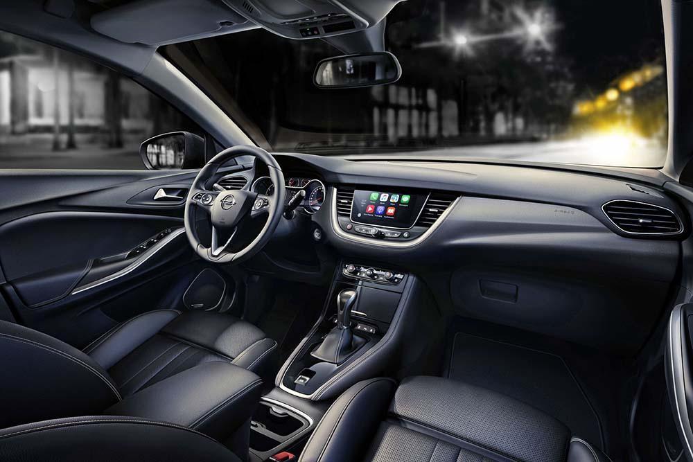 Приборная панель кроссовера Opel Grandland X