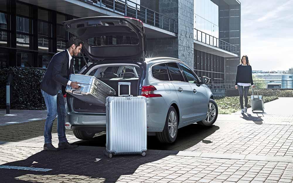 Автомобиль Peugeot 308 имеет вместительное багажное отделение
