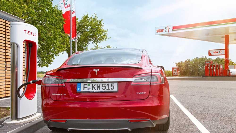 На автозаправочных станциях появляются пункты быстрой зарядки электромобилей