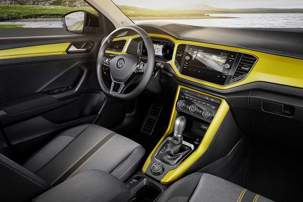 Интерьер Volkswagen T-Roc весьма просторный