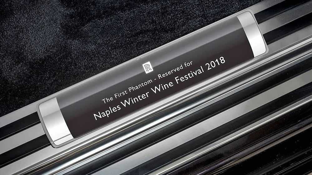 Автомобиль зарезервирован для фестиваля вин в Неаполе