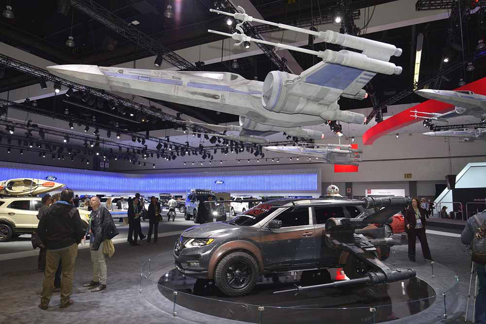 Nissan оформил свои экспонаты под штурмовики из «Звёздных войн»