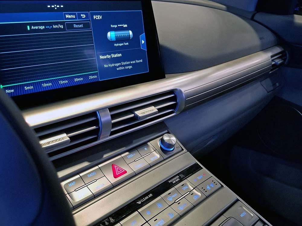 Дисплей на торпедо и кнопки управления
