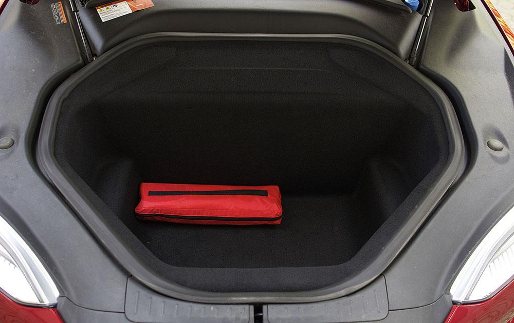 Просторный багажник электромобиля