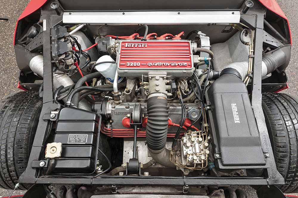 V-образный восьмицилиндровый двигатель