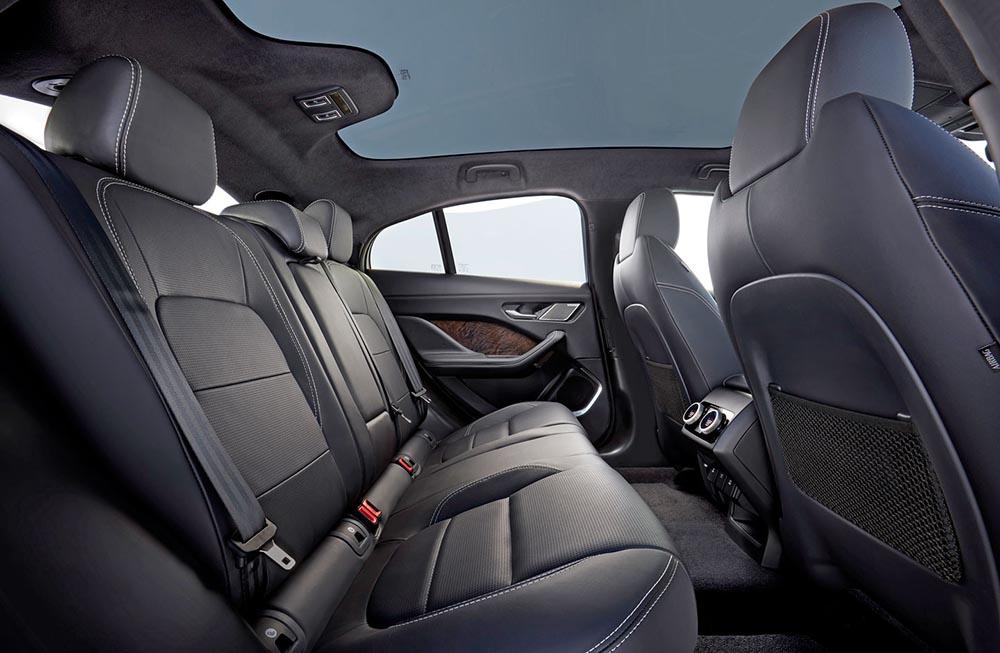Задний ряд сидений Jaguar I-Pace