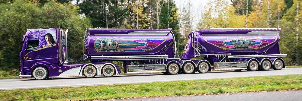 Модифицированный фиолетовый грузовик