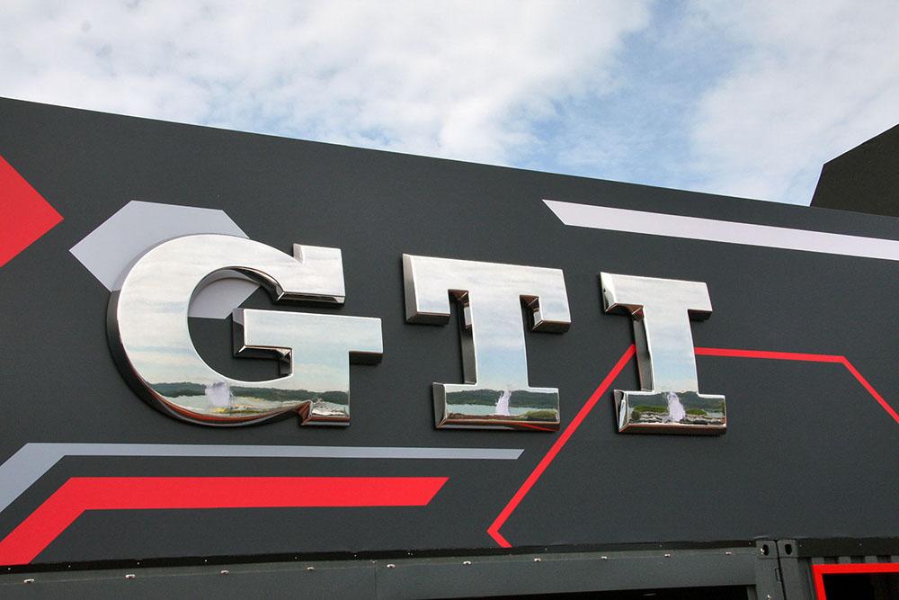 Вывеска GTI-фестиваля на Вертерзее
