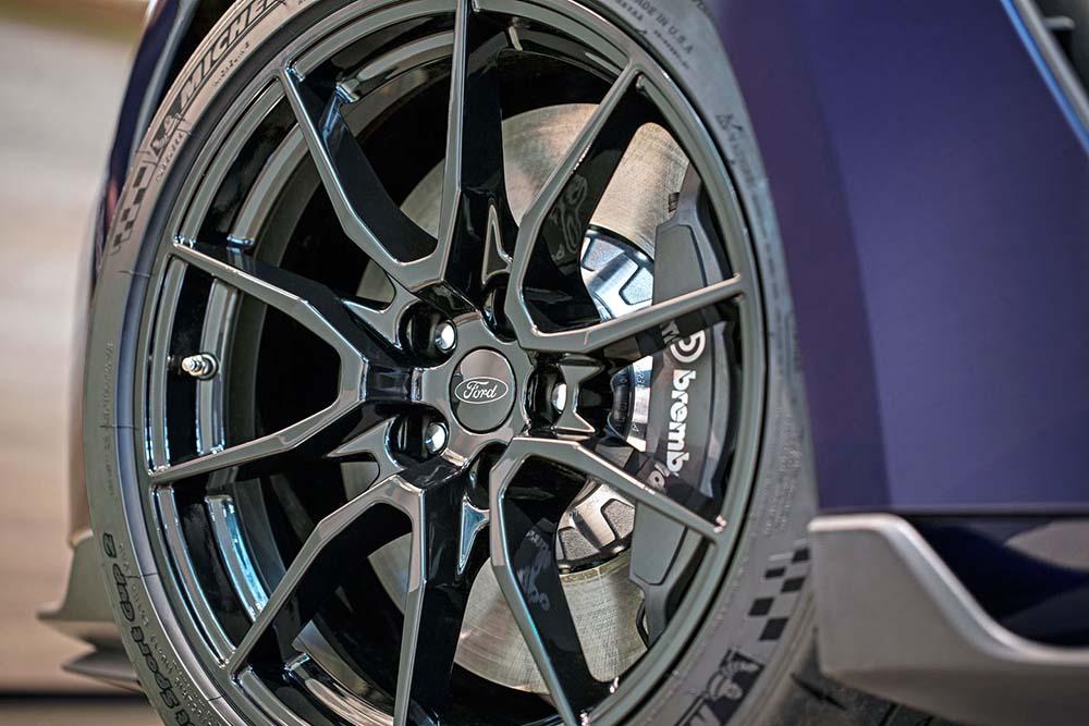 19-дюймовые колёса с дисковыми тормозами Brembo