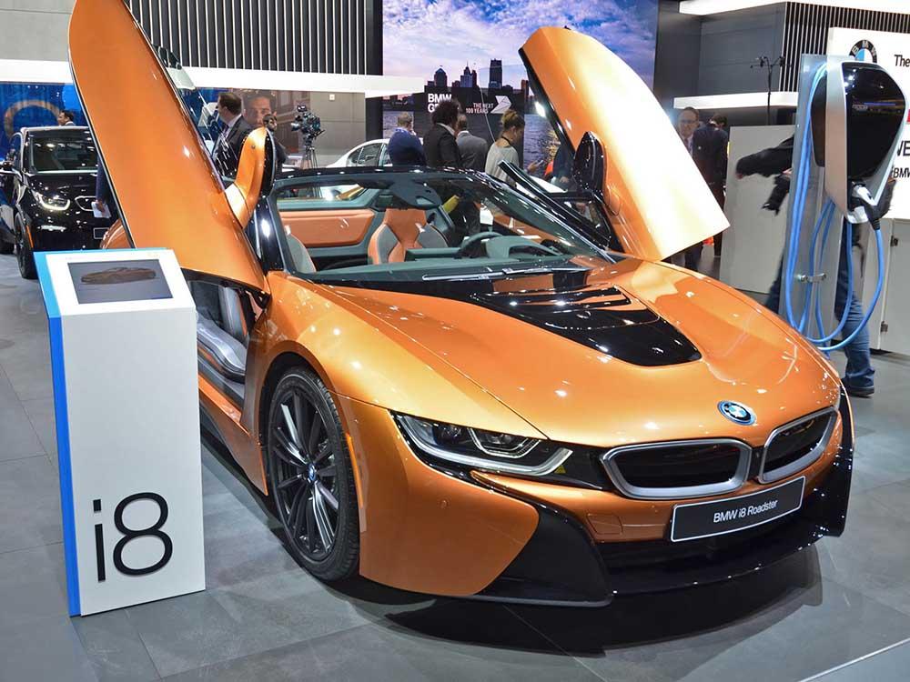 BMW i8 Roadster на Детройтском автосалоне