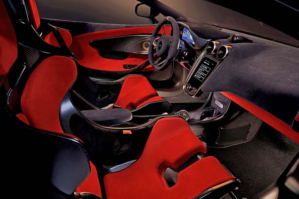 Ковшеобразные сиденья из углеродного волокна