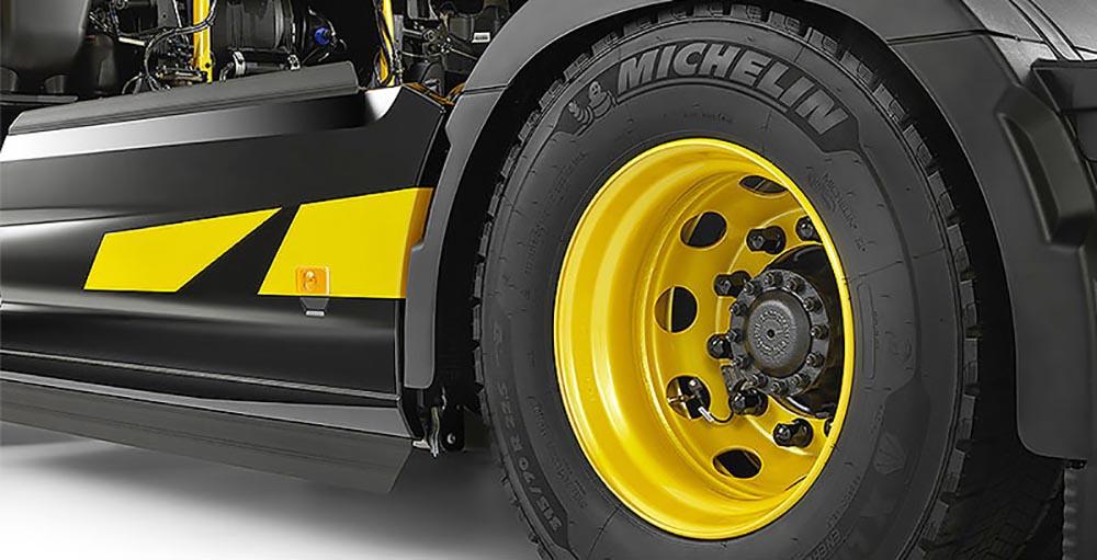 Колёсные диски с жёлтыми крышками