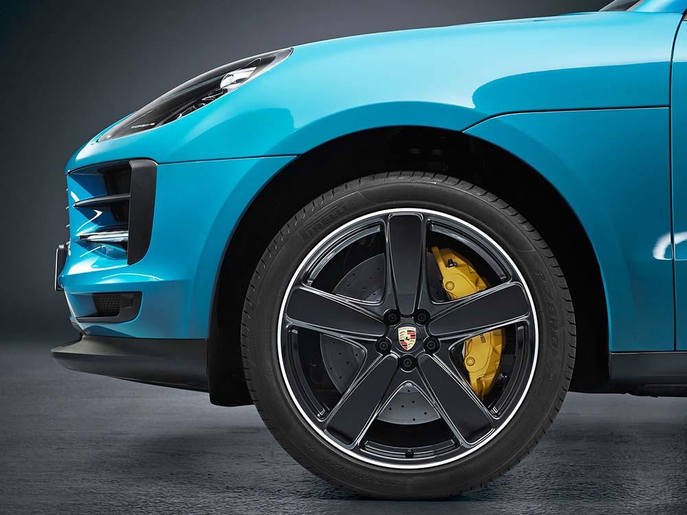 Новые тормоза на колёсах автомобиля